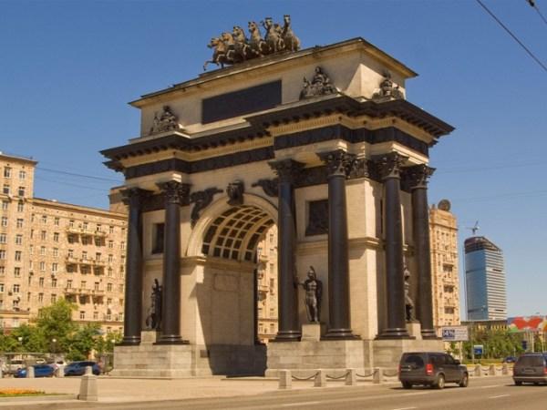 Фотография достопримечательности. Триумфальная арка в Санкт-Петербурге