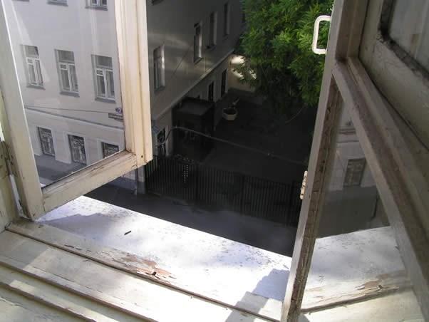 Хостел Godzillas в Большом Каретном переулке в Москве, вид из окна
