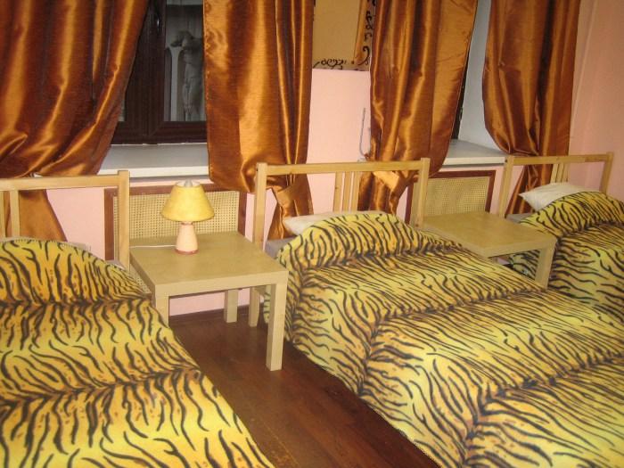 Хостел Orange Hostel на Новой Басманной в Москве, трехместная комната