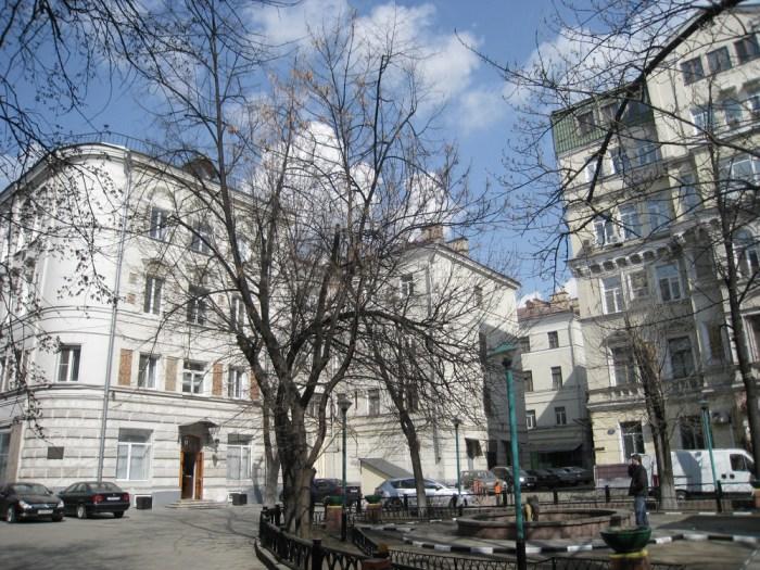Хостел Гагарин в Кривоколенном переулке в москве, главный вход