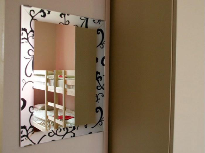 Хостел Trip and Sleep в Глазовском переулке, зеркало в комнате