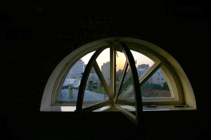 Хостел Новый Арбат на Большой Молчановке, окно