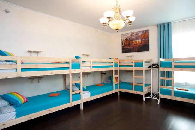 Двенадцатиместный номер в хостеле Европа, спальные места