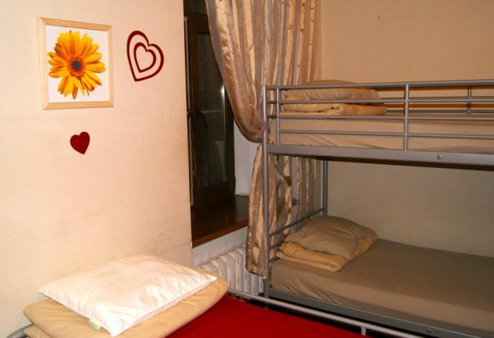 HM Hostel Moscow в Малом Афанасьевском переулке в Москве, бежевая комната