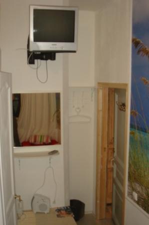 Хостел Булгаков на Арбате, телевизор в комнате