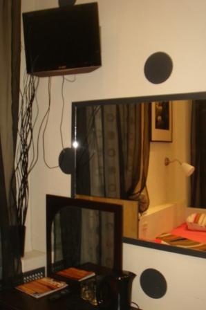 Хостел Булгаков на Арбате, зеркало в комнате