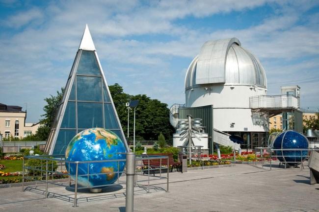 Парк неба и обсерватория в Большом Планетарии Москвы